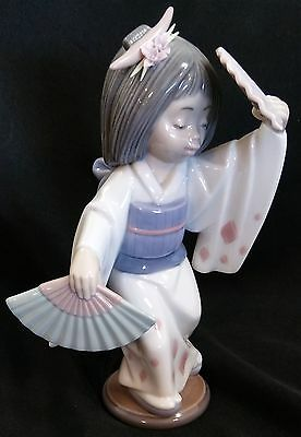 LLADRO Figurine #6230 Japanese Girl Holding Fans Mint Condition