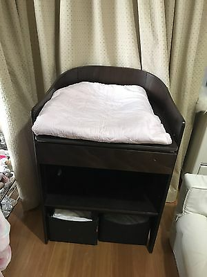 Leander Baby Cot And Change Table