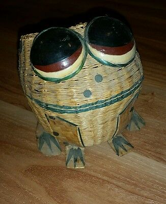 Vtg wicker planter frog  china