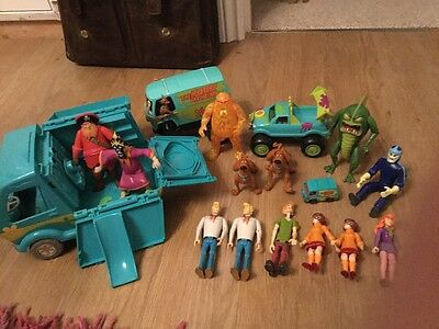 Scooby Doo Bundle Mystery Machines and figures Shaggy,Scooby,Velma,Fred,Daphne
