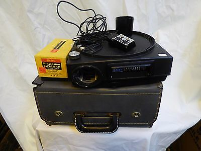 Kodak Carousel Custom 860 Slide Projector with Case, Lens & Remote.  No Chord