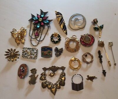 Lot of 22 brooches pins vintage women