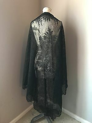 Vintage Victorian Antique Chantilly Lace Shawl