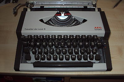 AEG Olympia Traveller deluxe S portable Typewriter, excellent working condition