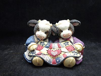 "Mary's Moo Moos ""When Friends Meet Hearts Warm"" 1999 Enesco PAIR QUILTING COWS"