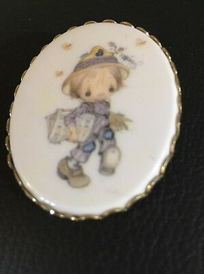 "Hallmark Betsy Clark Vintage Charmers Cameo 2.25"" Pin Brooch 1970's Jewelry Wome"