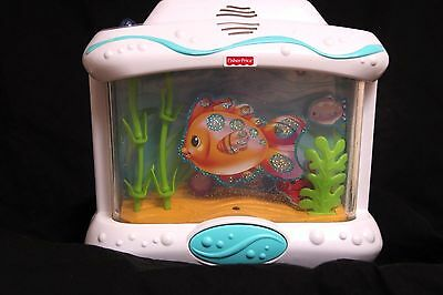 Fisher-Price Ocean Wonders Aquarium Baby Crib Soother Full Water Level L6925