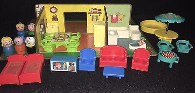 VINTAGE Fisher Price Little People  PLAY FAMILY  ROOMS  #909   COMPLETE