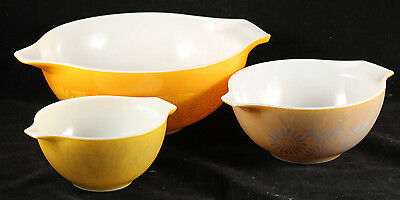 Vintage Pyrex Ovenware Bowls Set of 3 Collectible Kitchen Wear Still Usable