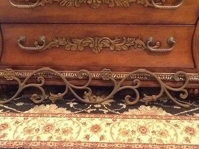Vintage Salvage Rusted Cast Iron Architectural Floral  Leaf Farmhouse Shabby