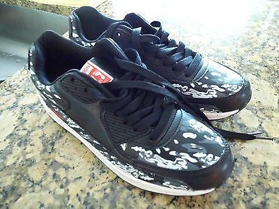 Fashion Sport Unisex Sneakers - Black and white - size 9.5 women / 7 Men