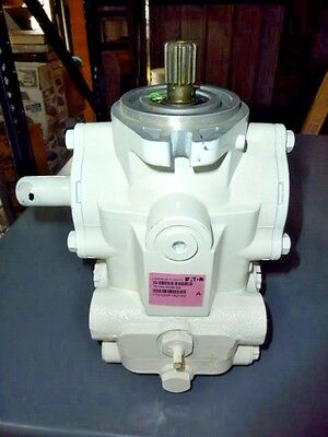 NEW Eaton Manually Variable Displacement Axial Piston Pump 70160-RGM-03