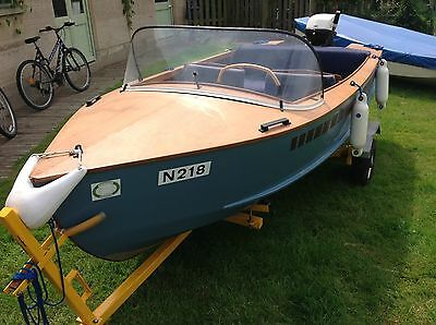 1960's Classic Design Wooden Vintage Retro Day Launch Boat / Motor Boat