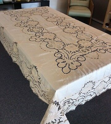 Excellent Vintage 1940 Linen Embroidered Cutwork Tablecloth & Matching Napkins