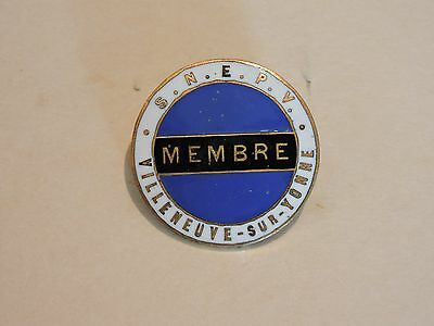 Insigne Badge Club De Sport Football S.n.e.p.v Membre Villeneuve Sur Yonne