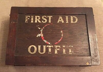 Lovely Vintage WWII Wall Mounted Wooden First Aid Box/Case/Cabinet/Chest
