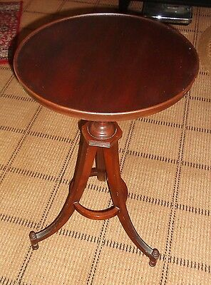 Vintage Kittinger Stand Table Gainsborough Hand Crafted Mahogany Wood