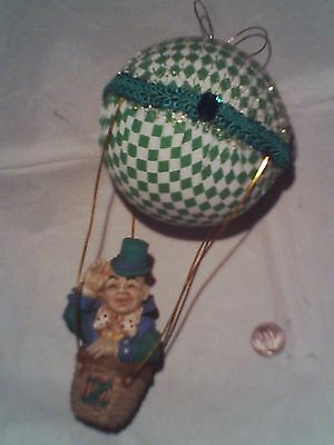 The WIZARD OF OZ HOT AIR BALLOON CHRISTMAS TREE ORNAMENT LAND OF OZ VINTAGE RARE