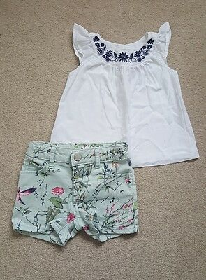 Gap/Old navy Baby girls summer outfit/white top & floral shorts, 18-24 months