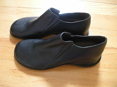 Women's black leather shoes - size 6 - new