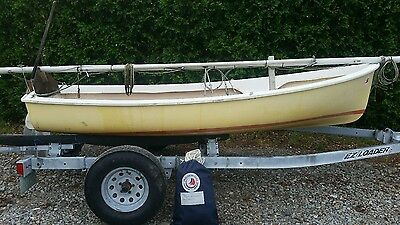 O'Day 12 foot Widgeon sailboat complete with mast and sails - Ready to sail