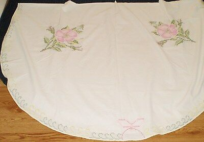 """Vintage Hand stitched Oval Tablecloth-Pink Roses white cloth 58x84"""""""
