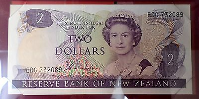 A 2 Dollar New Zealand Note P#170a  C-002