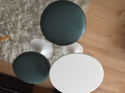 Eero Saarinen Set of Stools and Side Table by Knoll