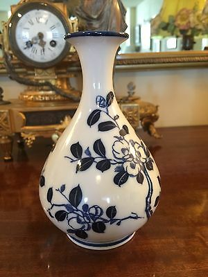 Vintage Chinese Blue Color Painting Porcelain Vase.