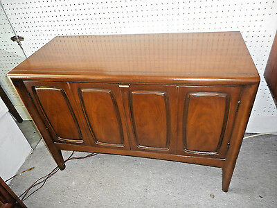 Mid Century Danish Modern Broyhill Emphasis Small Buffet 2 Door Cabinet W/Drawer
