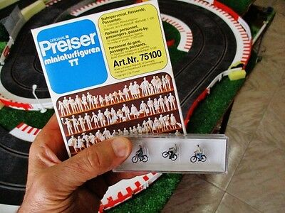 Lot of figures (ref 75100) + Cyclists (ref 75013) PREISER TT scale (new in box)