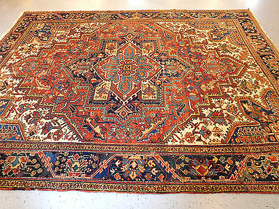 Antique Serapi Heriz rug 9'2''x11'8'' Persian carpet lovely distressed ca.1920s