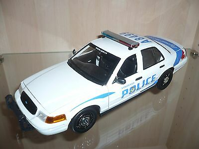 greenlight ford crown victoria police the walking dead 1. Black Bedroom Furniture Sets. Home Design Ideas