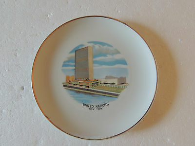 Collector Souvenir Plate United Nations Building New York  WALL HANGING 9 1/4'