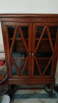 Period curio cabinet. 2 shelves. Solid wood