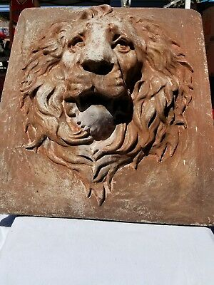 Art Deco, large concrete lion head.