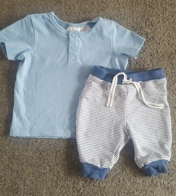 Baby boys H&M outfit  (1 -2 months) T-shirt and Trousers)