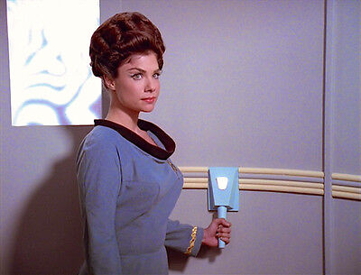1996 DEEP SPACE NINE: TRIALS & TRIBBLE-ATIONS Deirdre Imershein color 8x10 scene