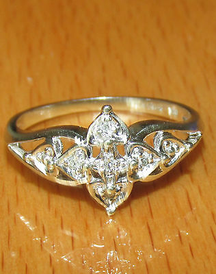 BEAUTIFUL SECONDHAND  9ct WHITE GOLD  DIAMOND CLUSTER RING SIZE L