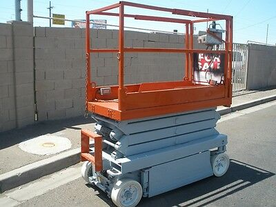 Skyjack 3219 Scissor Lift 19' Onboard Charger And More A-1 Condition