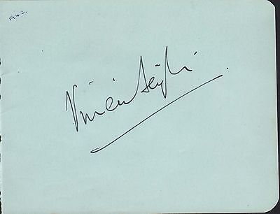Vivien Leigh. Authentic autograph. Circa 1942 signature. Gone With The Wind.
