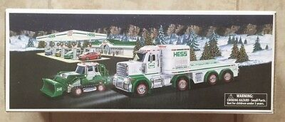 HESS 2013 TOY TRUCK AND TRACTOR   NEW in Box!