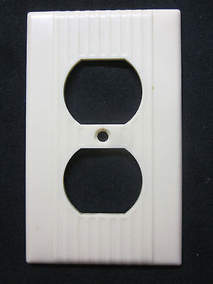 1 Vintage Ivory Color Leviton Art Deco Outlet Plate Cover Ribbed Lines Bakelite