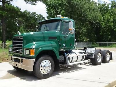 2011 Mack Pinnacle Chu613 Day Cab Semi Truck