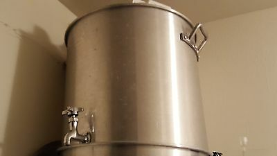 60 quart stock pot with spigot, lid, basket