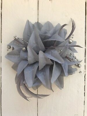 Grey Silver Pearl Feather Fascinator Hair Clip Pin Ladies Day Race Party Wedding