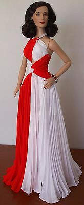 Joan Crawford in 'Jungle Red' - Tonner Doll
