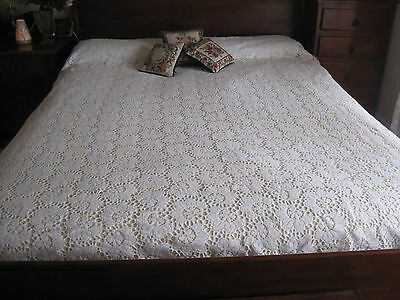 Beautiful Vintage Romantic White Cotton Floral Machine Worked Bedspread