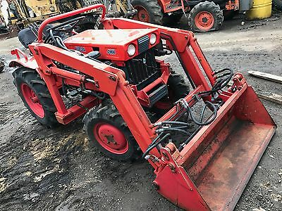 Kubota B7000 tractor with front end loader