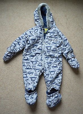 Macpac unisex baby/toddler snow suit. 12 month size. Used but only for a short time and in great condition. Would likely last a younger child a couple of seasons as hands and feet fold over, so ideal for crawlers to toddlers.